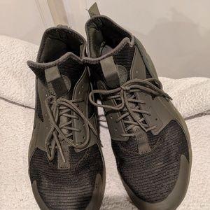 Nike Air Huarache running shoes army green